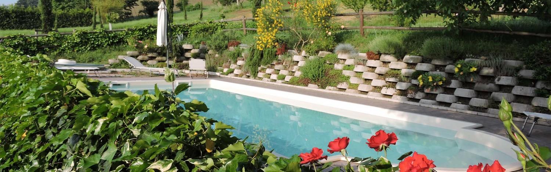 Rosa e piscina – il Cavicchio Agriturismo Bologna